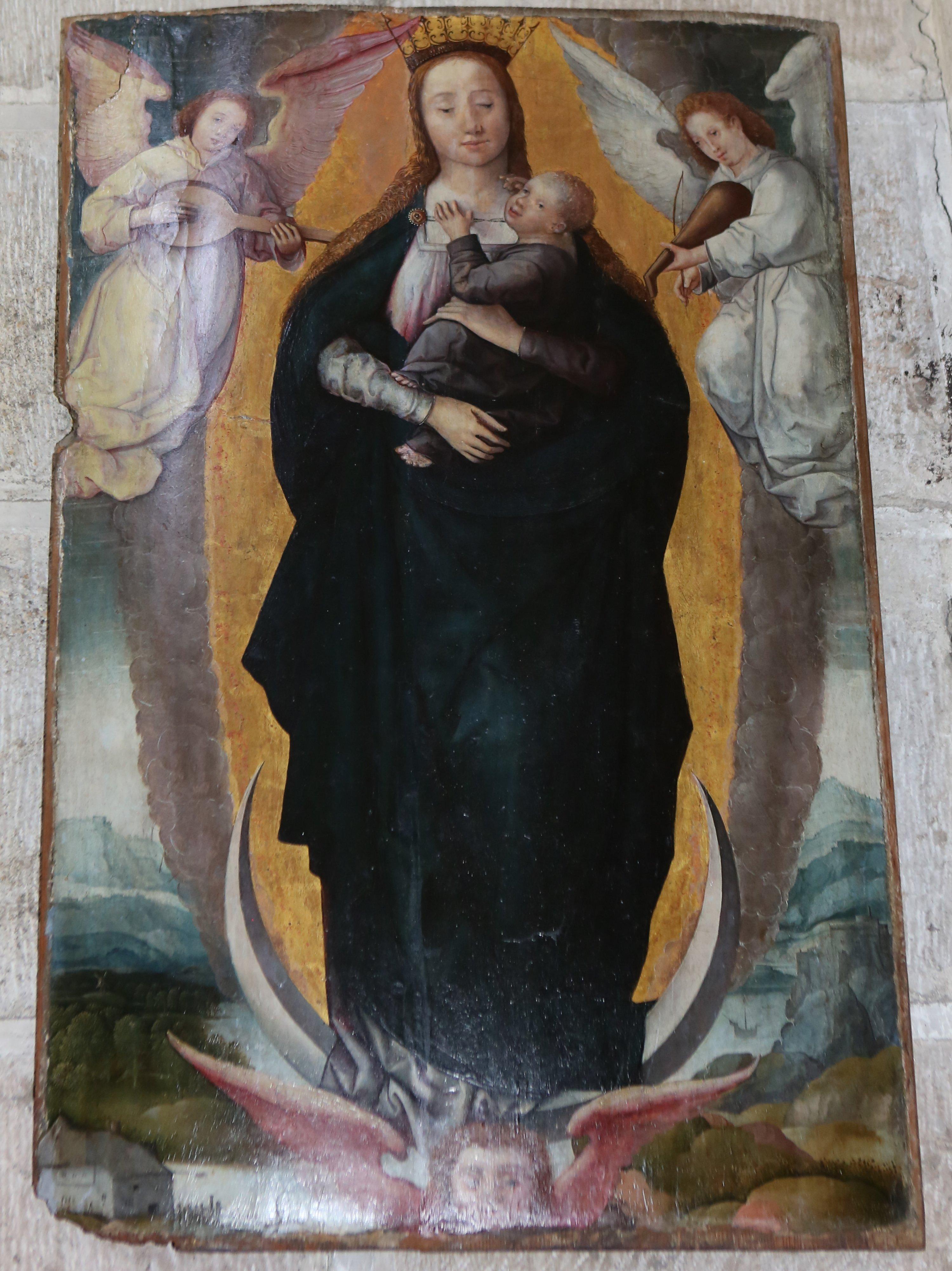 Virgen con ángeles músicos