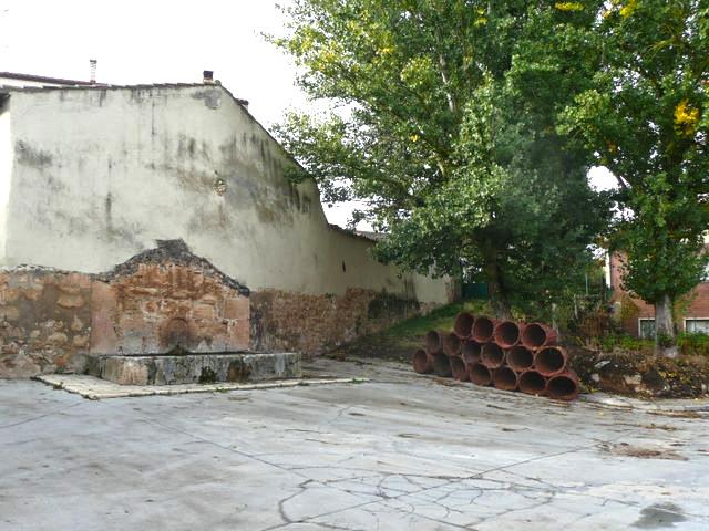El caño y cestos esperando la vendimia (2009)