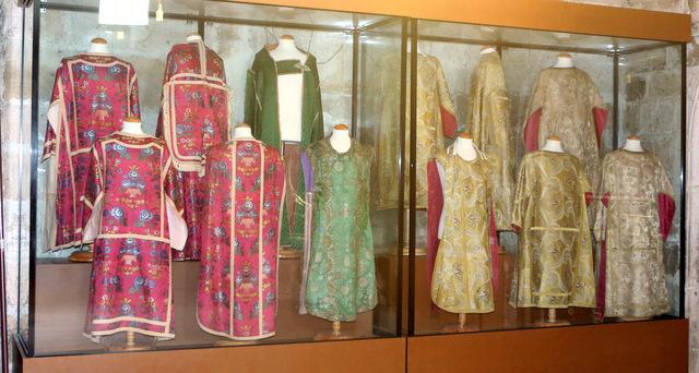 Casullas y otras vestiduras religiosas