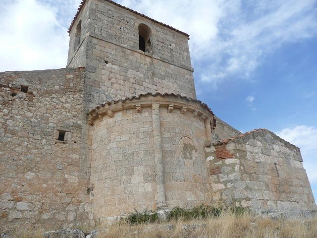 Vista de la parte externa de ábside y sacristía.