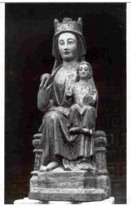 Imagen de frente y en b/n de la primitiva Virgen del Río